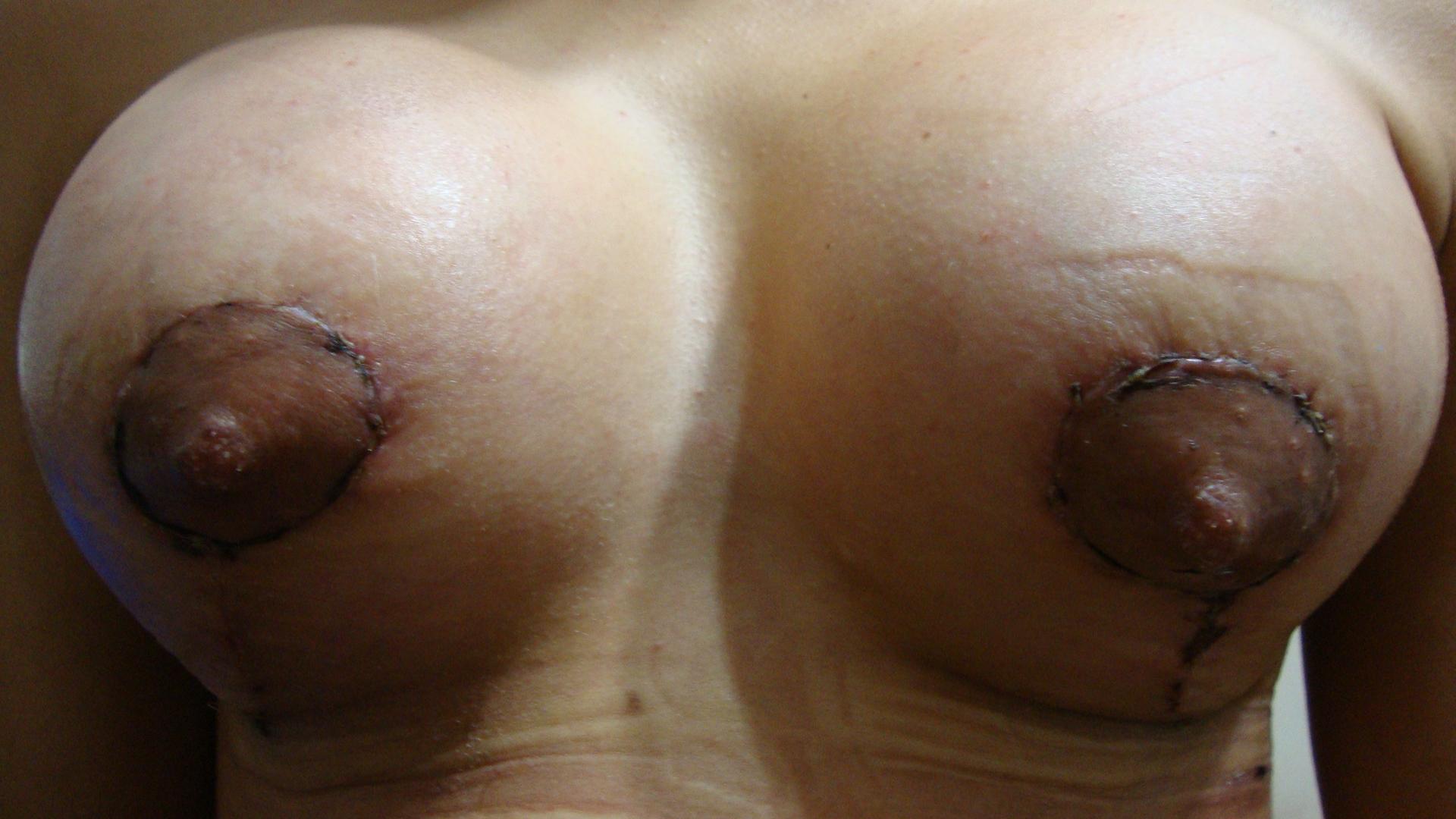 Pornografia de mulheres idosas com um pequeno peito
